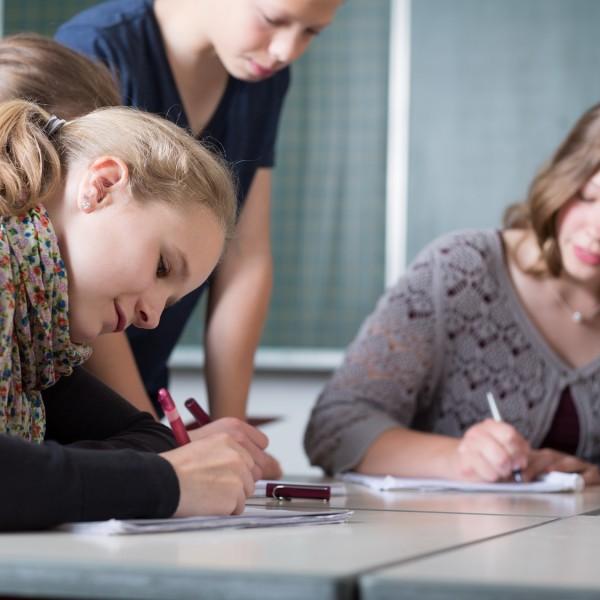 Le lezioni di inglese alla scuola estiva sono impartite da insegnanti esperti e qualificati.