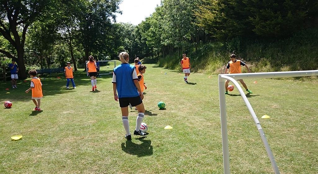 ISS Campi estivi di calcio e football.